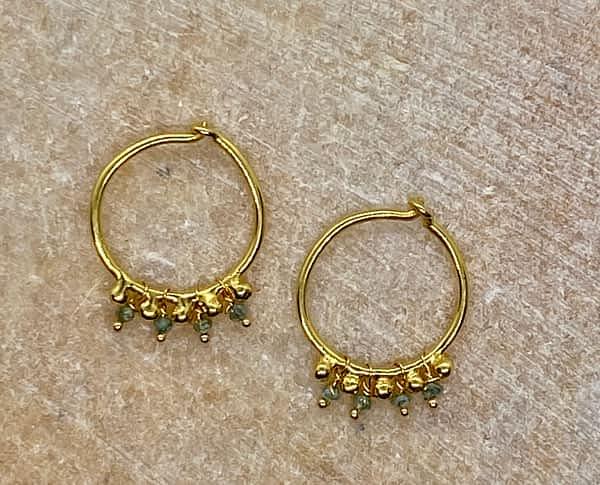 Hoops i 18 ct guld med viklede diamanter