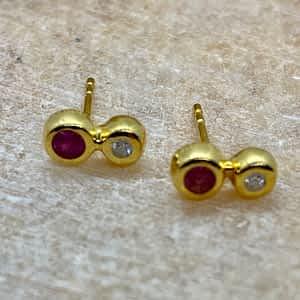 Ørering i 18 kt guld med pink safir og diamant