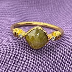 Guldring med grøn diamant